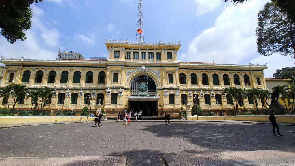 Penampakan luar gedung Saigon Central Post Office