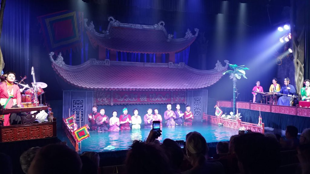 Pertunjukan Wayang Air di Thang Long Water Puppet Theater